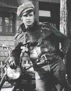 Tài tử Marlon Brando trong chiếc áo Schott Perfecto